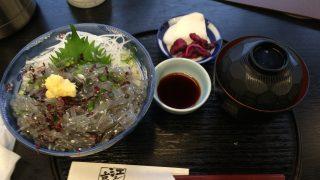 江ノ島の生しらす丼が食べれる時期は4月~12月です
