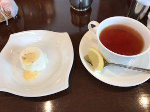 秋谷 DON 小さなデザートと紅茶