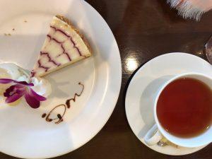 秋谷 DON レアチーズケーキと紅茶