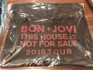 ボンジョヴィの2018年来日公演グッズ サコッシュ1